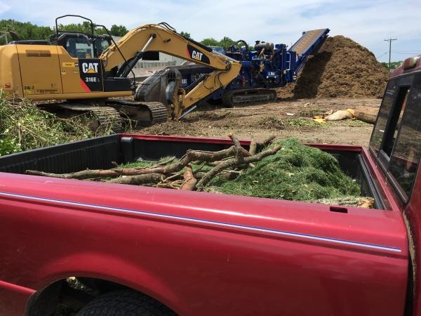 truckbed, CAT, mulch